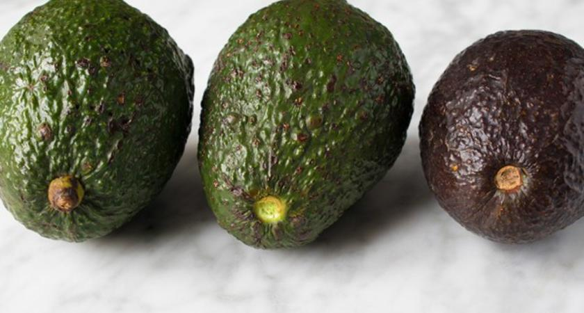 Как да проверим достатъчно узряло ли е авокадото ни?