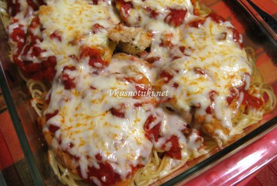 Панирана пилешка пържола с шунка, гъби и  кашкавал