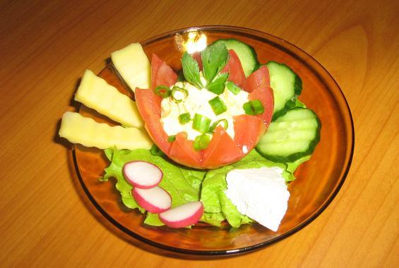Ордьовър с пълнен домат