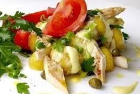 Средиземноморска пилешка салата