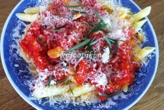 Паста с домати и розмарин
