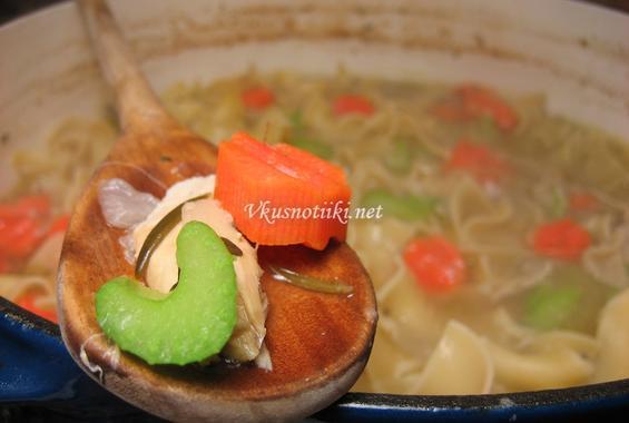 Пилешка супа с  настъргани зеленчуци