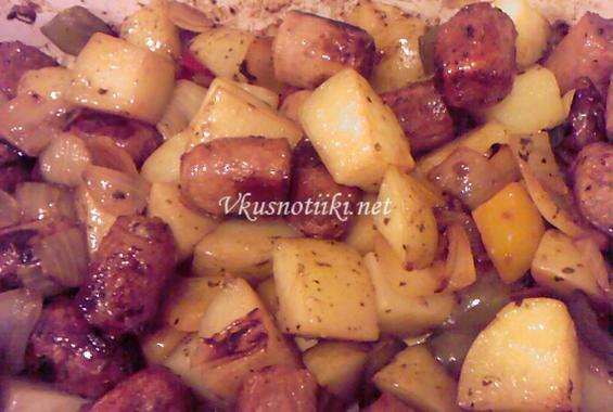 Македонска (средногорска) наденица с картофи