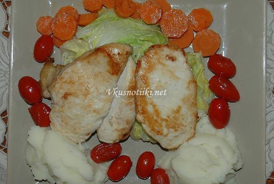 Пилешко филе с пикантен сос