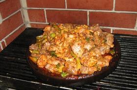Сач със свинско и пилешко месо