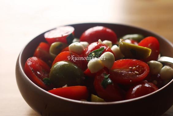 Салата от червени домати