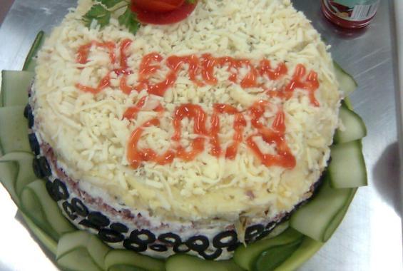 Солена торта - руска салата
