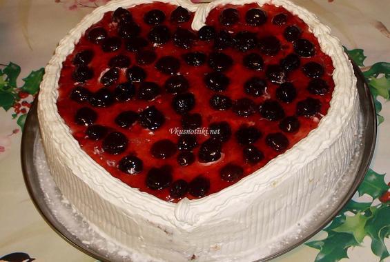 Пандишпанова торта със сметана и сладко от вишни