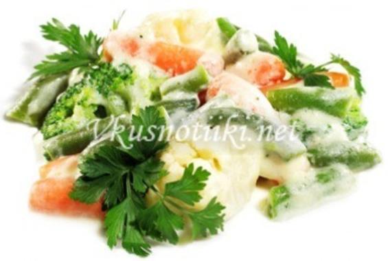 Зеленчуци в сметанов сос